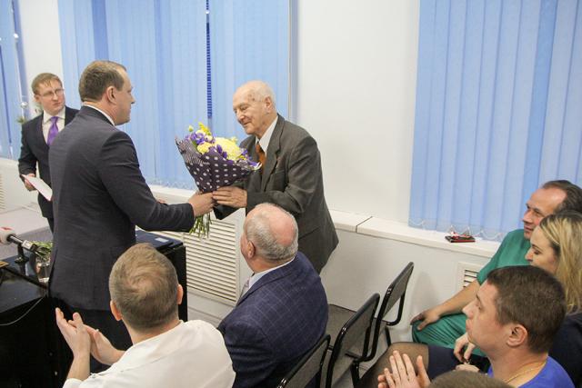 Первый заместитель Губернатора, председатель Правительства области Антон Кольцов поздравил врачей с юбилеем детской хирургической службы Череповца